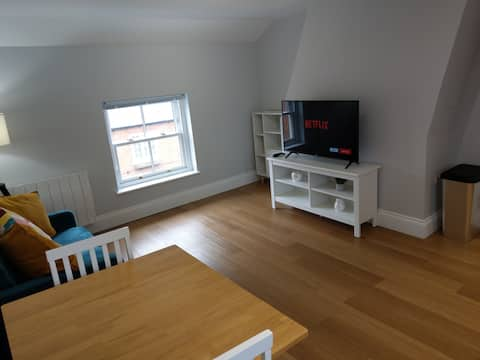 New Serviced 1-bed Apartment - inc private parking