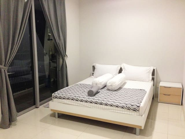 2 BEDROOMS APARTMENT @ THE MANSION KEMAYORAN