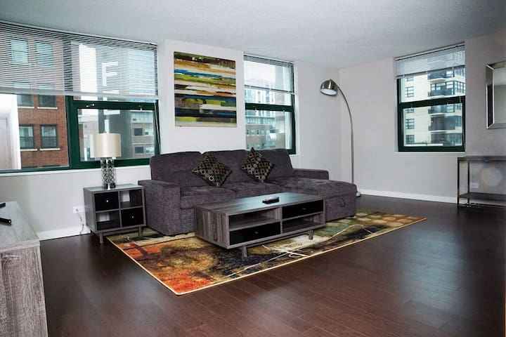 Downtown Chicago - Spacious Cozy 2 Bedroom (401)
