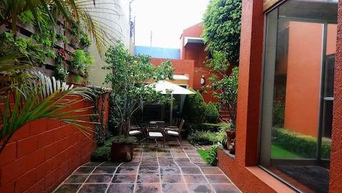 Suite i Ciudad Satélite, Naucalpan, Mexico