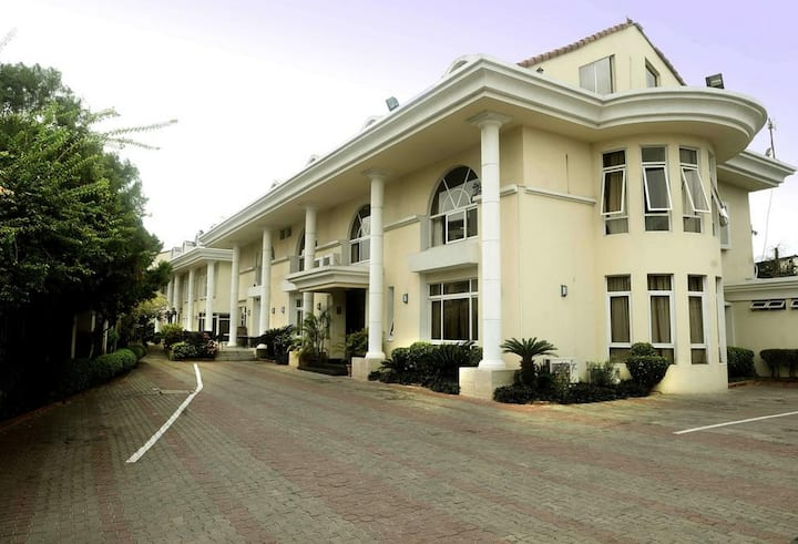 Elion House Hotel...great choice for travelers interested in meeting new people