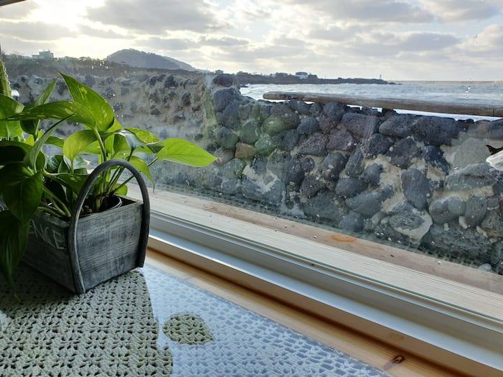 [#4] JU'S HOME 제주도 바닷가 앞/공항 9km/테라스BBQ/Ocean view