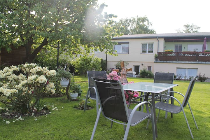 Confortable appartement de vacances d'une pièce avec jardin idyllique