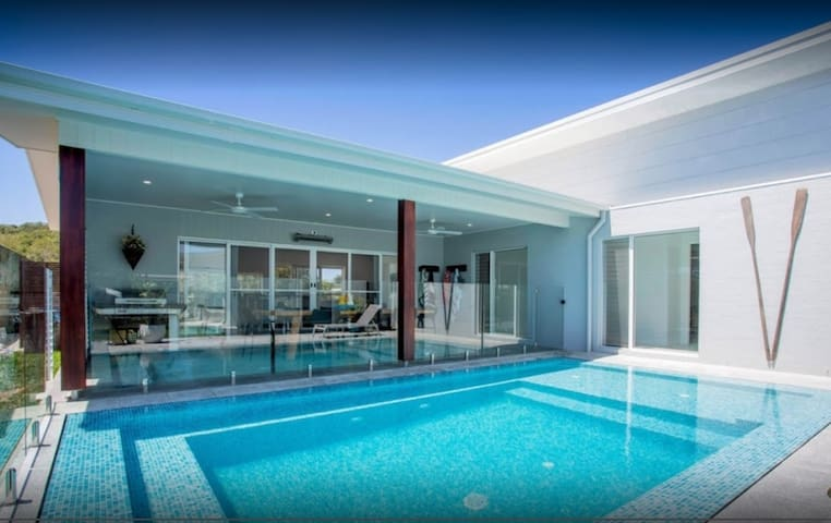 Sea Side suburb with Poolside Bliss