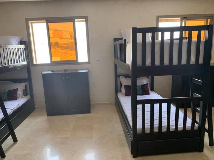 Chambre partage avec 4 lits superposé
