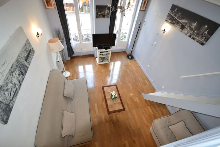 First District, lovely 5-person apartment, just next to the metro