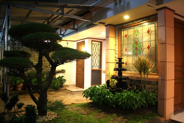 Newly Renovated! Private home near Gandaria City
