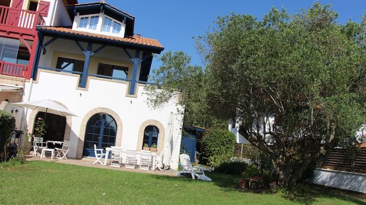 Villa de charme  face à la baie