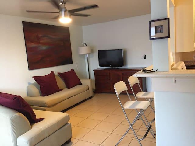 Casa de Avocado - 3 Bedrooms Walk to Conv. Center