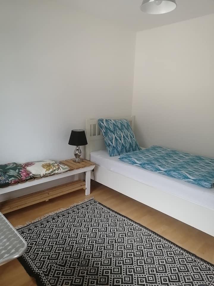 Frankfurtnahe Unterkunft mit Küche und Bad