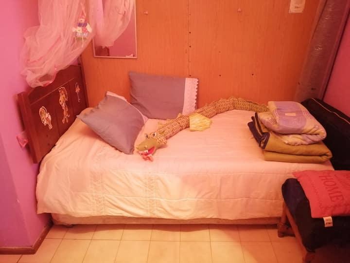 Cómoda habitación,baño compartido. Para 2 personas