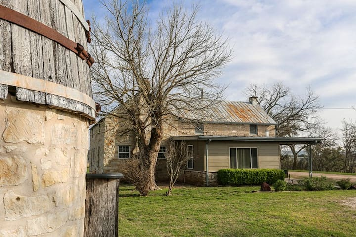 L&L River Haus | 2/2 Country Farmhouse | River Access | Hill Country Views