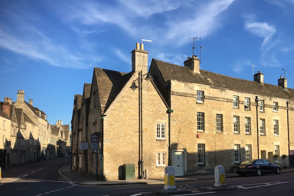 Located in the heart of Tetbury. Long Street (straight on) stretches up to the historic market and is lined with fascinating old shops, cafes and restaurants.