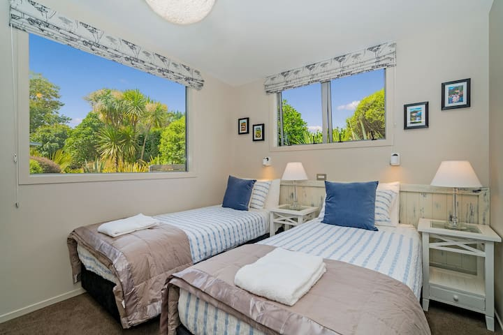 Bedroom 3 - beds can be put together as a king bed