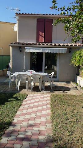 Petite villa les pieds dans l'eau