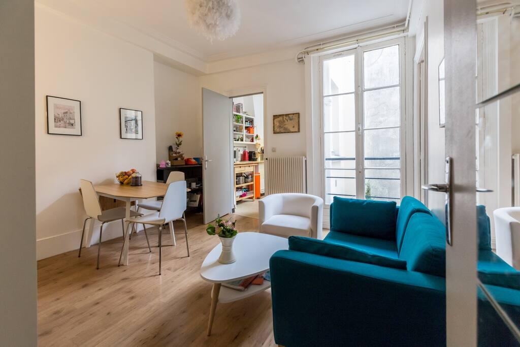 Lovely spacious 2 bedrooms appartment apartments for for Chambre de bonne paris rent
