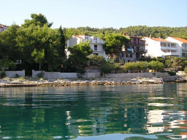 House Ugrin Slatine - kuća za odmor uz more
