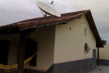 Casa com suíte em região dos lagos perto do centro - Araruama