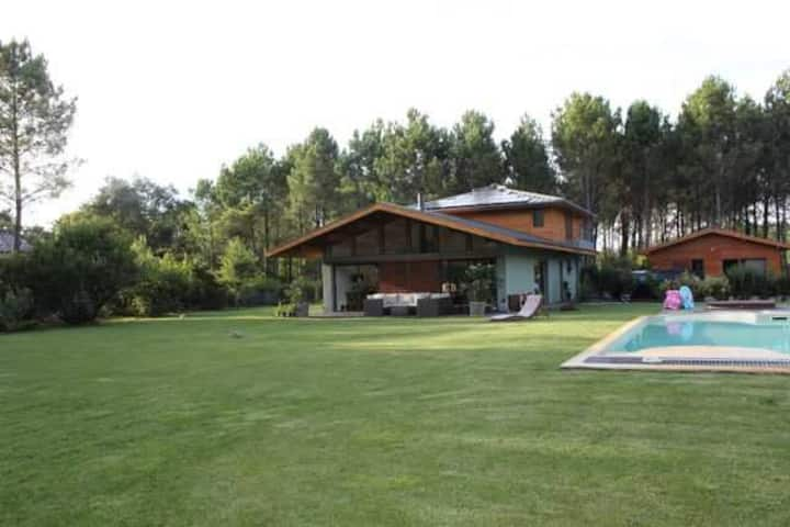 Superbe maison moderne dans cadre verdoyant