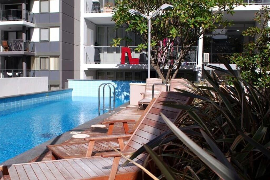 Special price beautiful room in perth cbd apartments for Pool show perth 2015