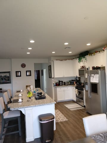 One Month Cozy Stay in Tulare MasterBed & Bath