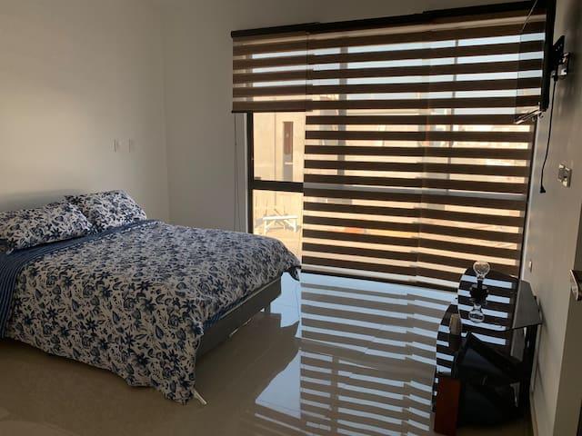 Beautiful & safe house/Bella casa en Residencial