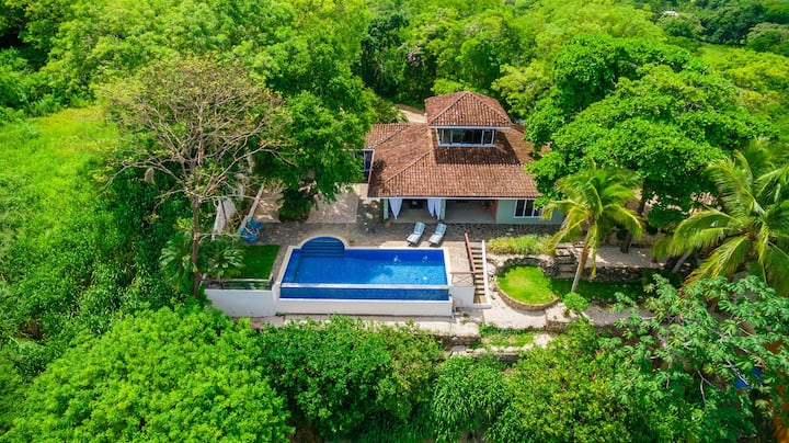 Stunning Oceanview Family Home, Private Pool, 4 Bedrooms