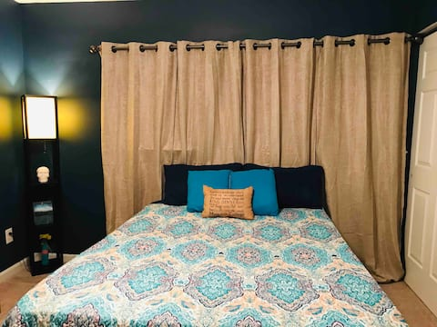 Blue Room 10 Min from I440, 40, and Downtown