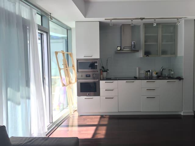 Private bedroom at downtown core - Toronto - Condominium