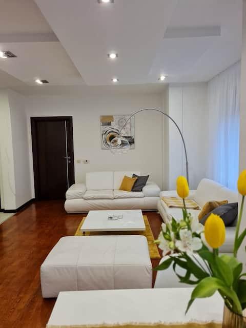 Apartman, čist i harmoničan, u paru ili porodično.