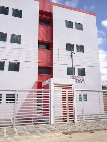 1-Aluga-se apartamento não mobiliado para São João