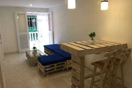 Cozy 2 bedrooms aprt. with balcony in the old city - Cartagena