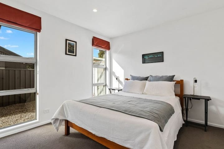 Queen room, sleeps 2 built in robe