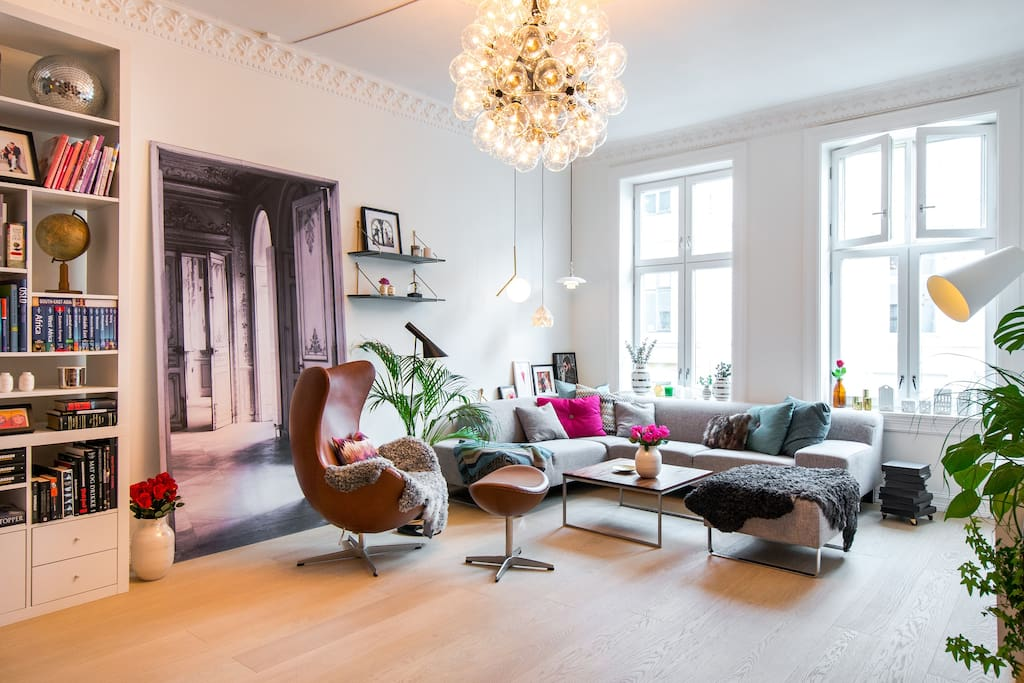 Our favorite chillout lounge, the living room. We love interior design, and we guarantee you will be amazed by our designer lamp consisting of 60 large bulbs.