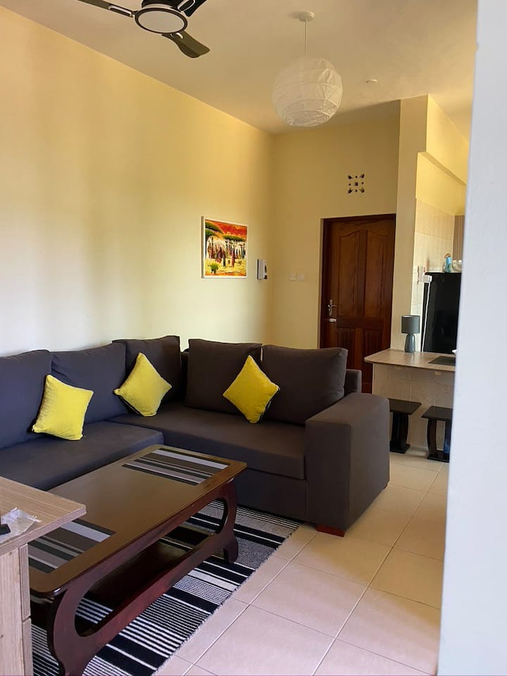 Fully equipped apartment with pool close to beach