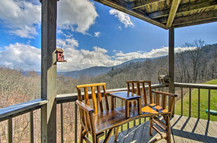 Seven Devils Villa w/ Deck & Grandfather Mtn Views