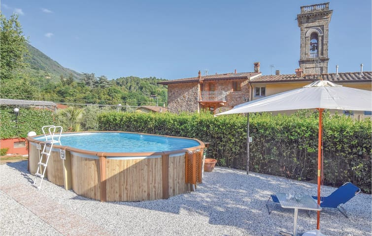 Semi-Detached with 2 bedrooms on 75m² in Camaiore (LU)