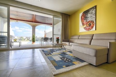 Three bedroom, luxury apartment with pool & views