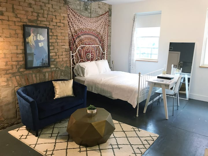 Cozy Studio in OTR | Apt C