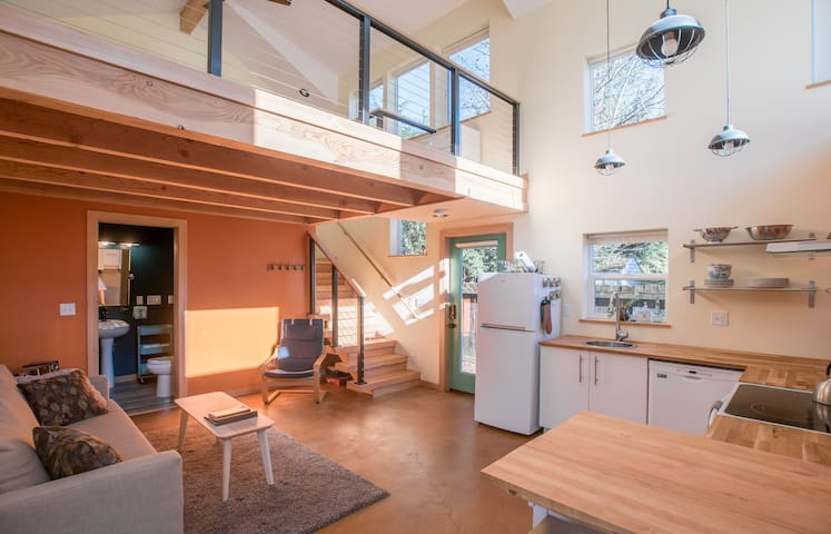 Brand new! Bright and spacious guest house - Portland - Loft