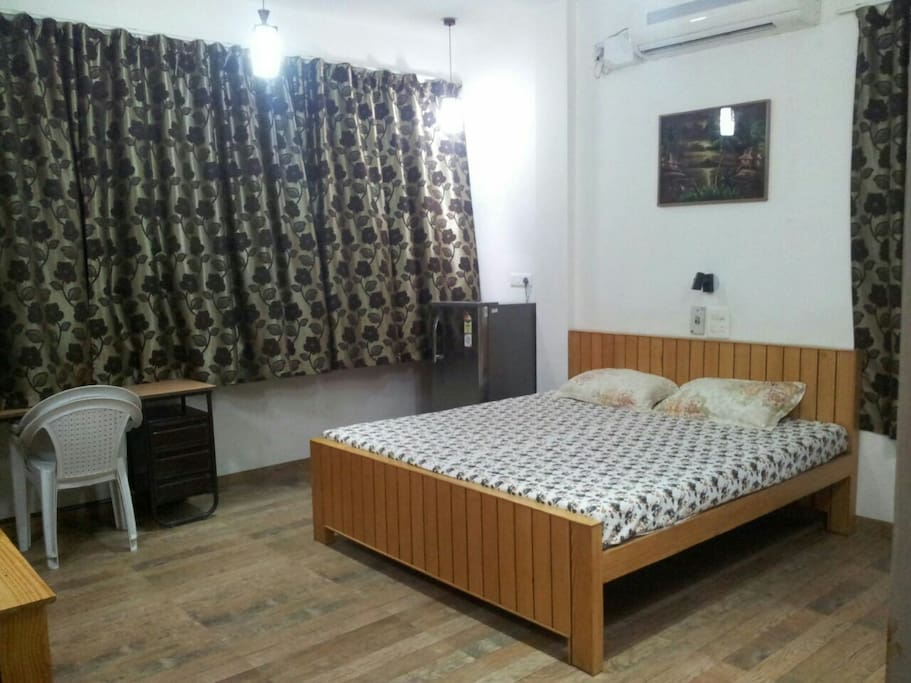The bedroom .
