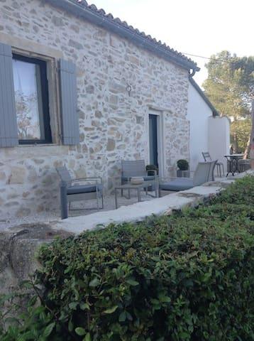 Mazet de charme tout confort piscine - Nîmes - House
