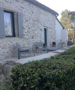 Mazet de charme tout confort piscine - Nîmes