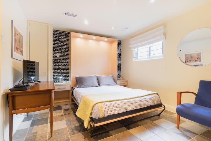 Annex- private, tasteful, self contained suite