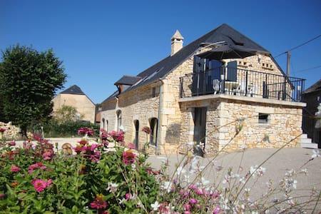Gîte de Charme  Proche Sarlat et Lascaux IV - Salignac-Eyvigues - บ้าน