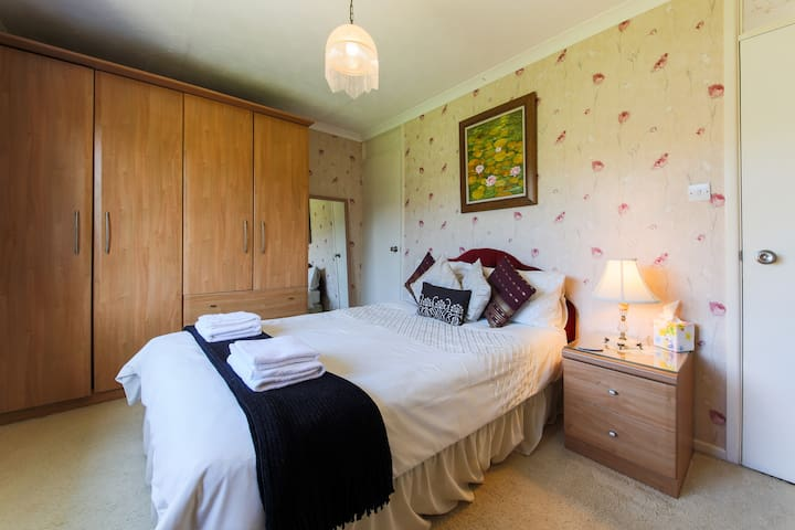 B & B - DOUBLE CLOSE TO FISTRAL BEACH/GANNEL RIVER