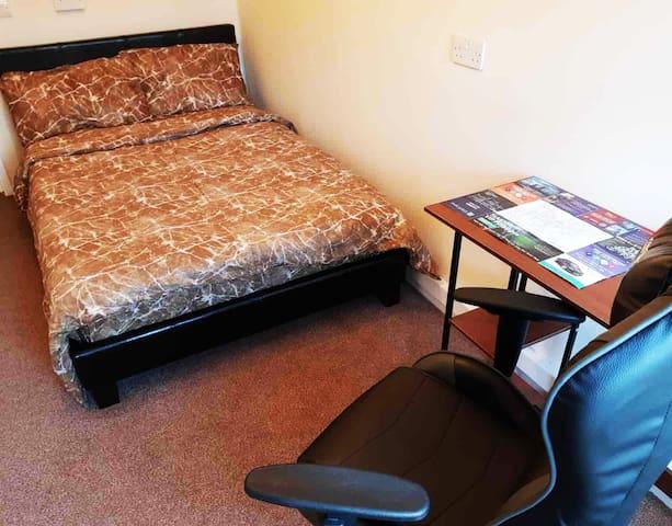 Quiet Large Single Room in Vauxhall/Kennington