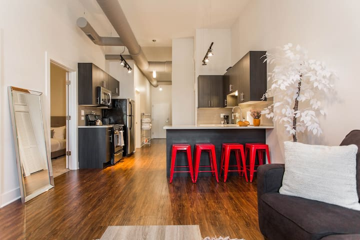 ▶Comfy 2BR Apt Next to McCormick★Wintrust★Downtown