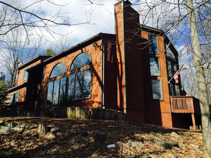 Beautiful House at Poconos (dogs are welcome)