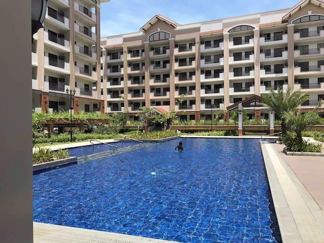 Your resort home.Airport. Makati.BGC.Casino.2BR